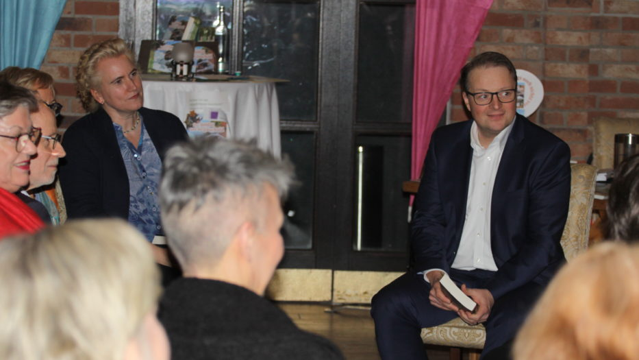 """Lokalliberalen-Treff: Vera Ansén liest aus """"Der Soldat und die Unschuld"""""""