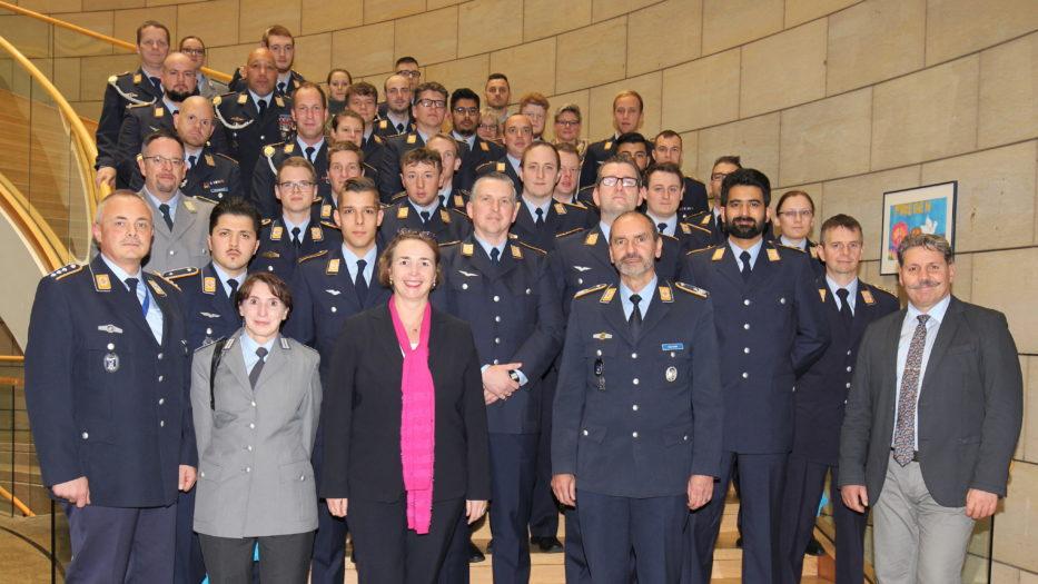 Luftwaffe aus Erndtebrück zu Gast im NRW-Landtag
